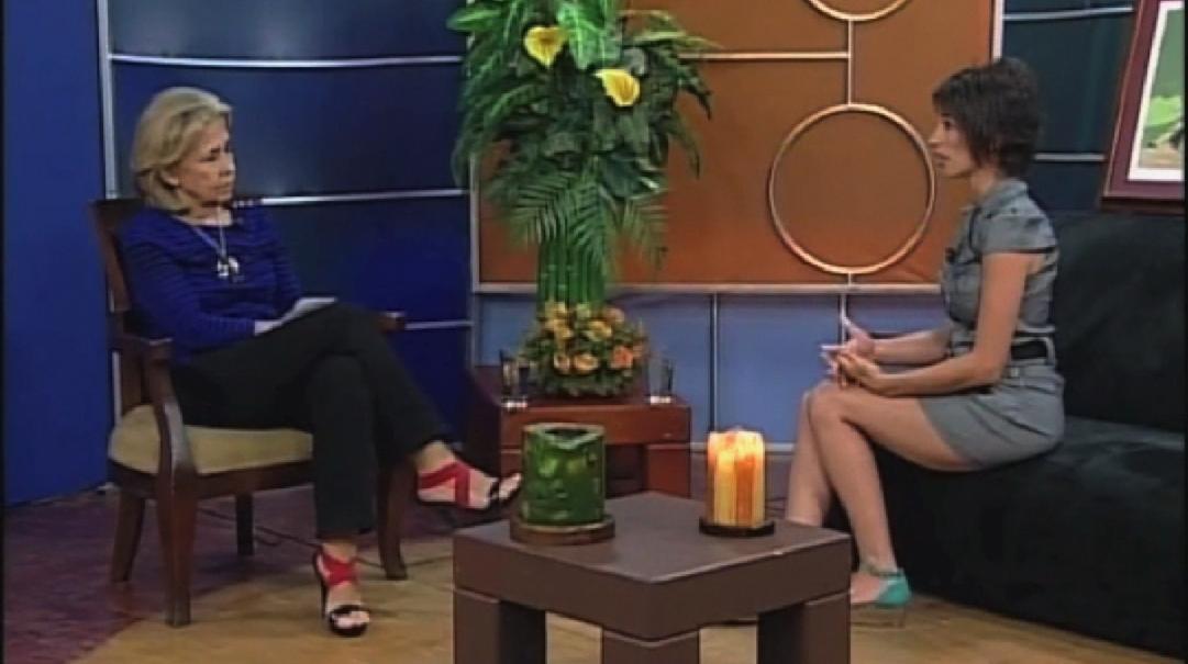 Lea Kaufman con Gloria Hurtado en Revolturas: Huesos para la Vida