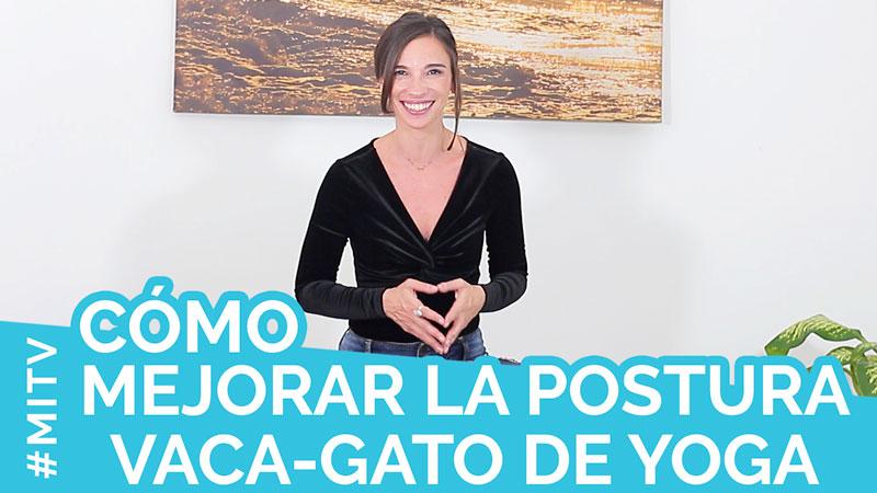Cómo mejorar la postura de la vaca y el gato de yoga (y masajear la columna)